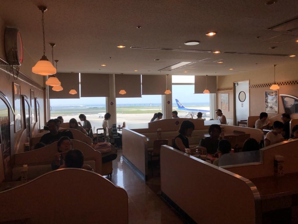 沖縄グルメ情報 那覇空港でアメリカンバーガーをかぶりつこう!A&W那覇空港店