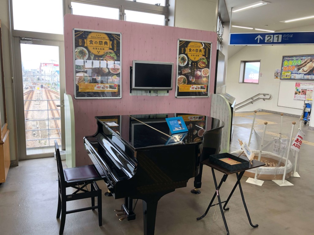 電車 筑前前原駅のピアノ