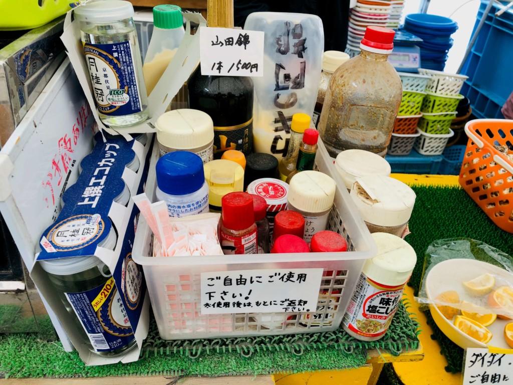 福吉漁港の牡蠣小屋「カキの阿部 飛龍丸」の調味料