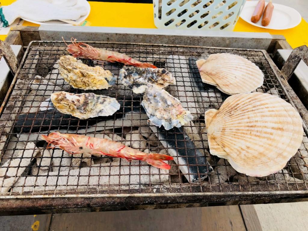 福吉漁港の牡蠣小屋「カキの阿部 飛龍丸」の炭火焼き