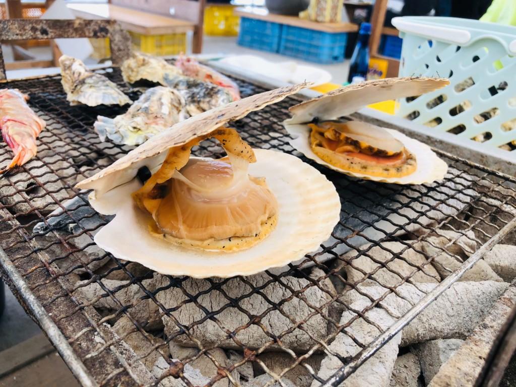 福吉漁港の牡蠣小屋「カキの阿部 飛龍丸」のホタテ